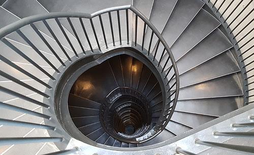 Zeitz MOCAA rundes Treppenhaus in einem der Silos